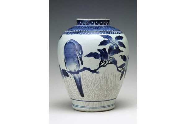 Japanese Porcelain and Prints Jar with birds on a loquat branch, approx. 1650-1700. Japan, Saga prefecture, Arita region. Porcelain with underglaze cobalt decoration. The Avery Brundage Collection, B64P37.